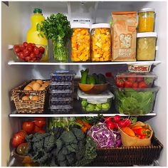 This fridge does include eggs (so. it's not entirely plant-based) but if we overlook them, this is a beautiful fridge set up with lots of colorful fruits and veggies! Healthy Fridge, Healthy Snacks, Healthy Eating, Healthy Recipes, Refrigerator Organization, Recipe Organization, Organization Ideas, Freezer Organization, Fridge Storage