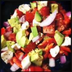 Best Salad EVER! Perfect for traveling and staying healthy. So inexpensive to make, full of vitamins and you can make it anywhere in the world! >> I want to eat this now! #Avocado #Tomato #Salad #Vegetarian