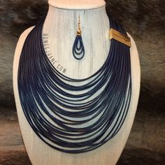 ·Blue Wired Necklace with Gold Clasp Detail · With Drop Earrings