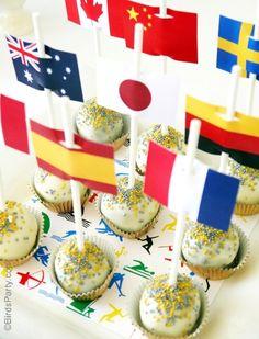 popcake decorado com tag de bandeirinha para festa olimpíadas.
