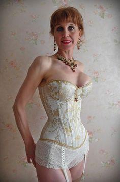 corsets & more - Korsetts von Doris Müller