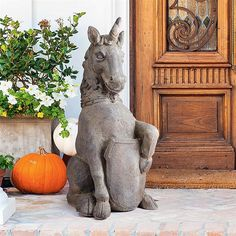 Linlithgow Palace Scottish Unicom Statue - DS19380 - Design Toscano Garden Statues, Garden Sculpture, Scottish Unicorn, Outdoor Landscaping, Outdoor Decor, Animal Statues, Outside Living, 12th Century, Coat Of Arms