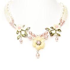 """Bezauberndes Collier """"Blütenkönigin"""" aus der Lola Paltinger Schmuck Kollektion."""