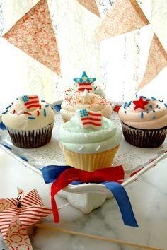 Cupcakes de barras y estrellas de Magnolia Bakery. #MagnoliaBakery #4deJulio #Cupcake