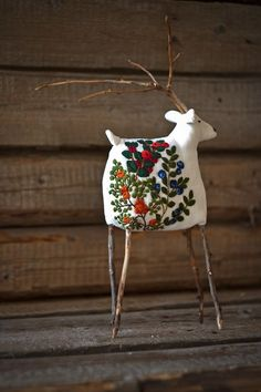 68 Ideas Embroidery Christmas Scandinavian For 2020 Christmas Projects, Christmas Holidays, Christmas Decorations, Christmas Ornaments, Holiday Decor, Christmas Music, Diy Adornos, Diy And Crafts, Arts And Crafts