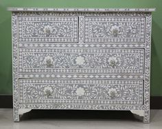 Real inspiration for a little painting project (Little Green Notebook: DIY Inlay Dresser) Hand Painted Dressers, Painted Chest, Old Dressers, Paint Furniture, Furniture Making, Furniture Makeover, Home Furniture, Furniture Plans, Furniture Projects