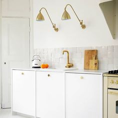 Photo by A.S.Helsingö on May 03, 2020. Image may contain: indoor    #Regram via @www.instagram.com/p/B_uUKBEhnj4/ Ikea Kitchen Inspiration, Ikea, Indoor, Inspiration, Cabinet, Home Decor, Kitchen Cabinets, Kitchen Inspirations