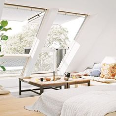 11 interior design tips for living under the roof Loft Room, Bedroom Loft, Attic Rooms, Attic Spaces, Moderne Lofts, Loft Conversion Bedroom, Small Modern House Plans, Attic Design, Attic Bedroom Designs