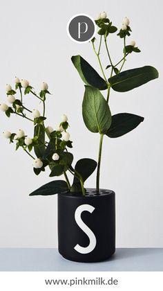 Design Letters - AJ Porzellan Becher S, schwarz Arne Jacobsen, Flower Holder, Lettering Design, White Porcelain, Interior Inspiration, Designer, Personalized Gifts, Planter Pots, Black And White