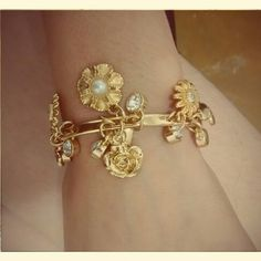 Bracelete Flor de encanto Vendas: whatsapp: 317300-4489 https://www.facebook.com/petalasdemariacriacoes