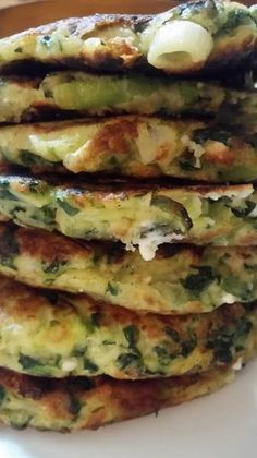 Pancakes με λαχανικά !!!! ~ ΜΑΓΕΙΡΙΚΗ ΚΑΙ ΣΥΝΤΑΓΕΣ 2 Greek Recipes, Light Recipes, Veggie Recipes, Cooking Recipes, Healthy Snacks, Healthy Recipes, Greek Cooking, Brunch, Fast Easy Meals