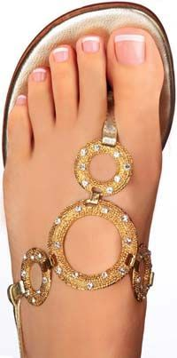 28 Ideas For French Pedicure Ideas Toes Bling Bridal Pedicure, Gel Pedicure, Pedicure Colors, Bridal Nails, Wedding Nails, Pedicure Ideas, Bling Wedding, Beach Pedicure, French Pedicure Designs