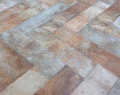 Novedades Cerámica/ Tendencias pavimentos2016/ Cevimasa 2016: Otra de las Novedades en #Cevimasa2016 es la colocación  de las piezas, creando formas, en este caso tipo espiga y de aspecto envejecido de la Marca #cceramicasapari .  #Cevimasa2016  #EfectoRustico  #GresNovedades #CialCeramista Cerámica Ideas, Hardwood Floors, Flooring, Texture, Crafts, Bathroom Furniture, Shapes, Trends, Wood Floor Tiles