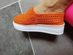 Crochet Shoes Pattern, Shoe Pattern, Crochet Bag Tutorials, Crochet Videos, Thread Crochet, Crochet Hats, Shoe Refashion, Knitted Slippers, Cardigan Pattern