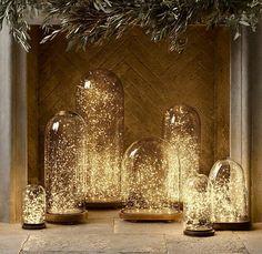 jolie decoration de noel avec une cloche en verre