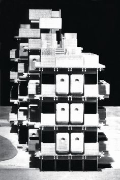 metabolism architecture - Model showing a capsule (bath unit, kitchen and closet) attached to main structure.