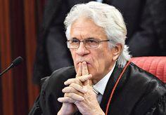 O ministro Napoleão Nunes Maia Filho, 71, é a aposta do governo para abrir caminho à absolvição do presidente Michel Temer no TSE (Tribunal Superior Eleitoral) ou adiar o julgamento que será retomado nesta terça (6).