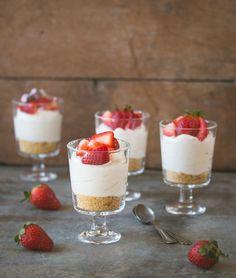 Individual no-bake cheesecake with fresh strawberries