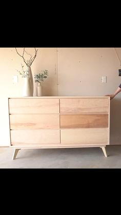 Diy Dresser Plans, Diy Furniture Plans, Furniture Projects, Custom Furniture, Cool Furniture, Mid Century Modern Dresser, Mid Century Furniture, Diy Crafts For Home Decor, Cheap Home Decor