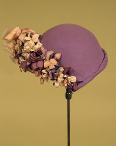 Lilly Dache purple felt and flower hat, 1930s. #vintage #1930s #hats