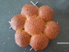 Een aangepaste versie van de vezelbroodjes met een geheel andere samenstelling. Het mondgevoel van dit koolhydraatarm brood is ook veel prettiger.