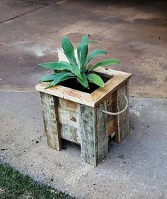 Pallet Planter Box - 15 Easy DIY Pallet Ideas to Try out This Weekend | 99 Pallets