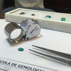 Felicidade é começar a sexta-feira assim; fazendo o que se ama! #gemology #gemstone #emerald #jewelryaddict #dowhatulove