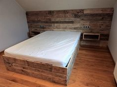 So before you make up your mind for this certain wood pallet project, you just have to bear this in mind that for this extensive wood pallet project you are going to require a huge supply of the shipping pallet planks.