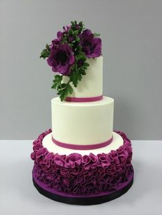 Fondant Ruffles, Pleats & Drapes: A Craftsy Cake Decorating Class Fondant-Rüschen, Pl Creative Wedding Cakes, Beautiful Wedding Cakes, Gorgeous Cakes, Wedding Cake Designs, Pretty Cakes, Cute Cakes, Amazing Cakes, Yummy Cakes, Fondant Ruffles