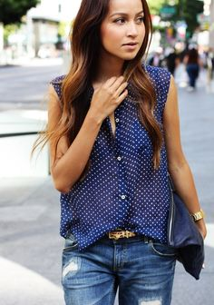 Great casual outfit : Polka dots + leopard + blue jeans.