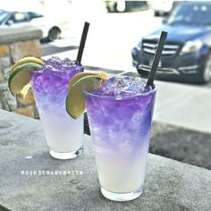 Purple People Eater Cocktail - For more delicious recipes and drinks, visit us h. Liquor Drinks, Vodka Drinks, Frozen Drinks, Cocktail Drinks, Yummy Drinks, Cocktail Recipes, Alcoholic Drinks, Cocktails, Yummy Food