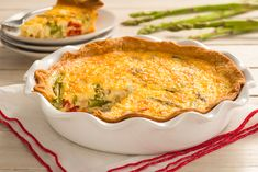 Quiche is the ultimate crowd-pleasing menu item that can be made with any of your favourite vegetables, meats, and cheeses. Quiche can be. Basic Quiche Recipe, Quiche Recipes, Egg Recipes, Light Recipes, Cooking Recipes, Recipies, Quick And Easy Breakfast, Breakfast Time, Breakfast Recipes