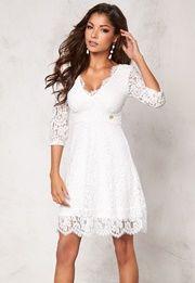 I denna spetsklänning med tydlig Chiara Forthi karaktär blir du festens… Pretty Much It, Winter White, Everyday Look, Dresser, White Dress, Inspiration, My Style, Casual, Outfits