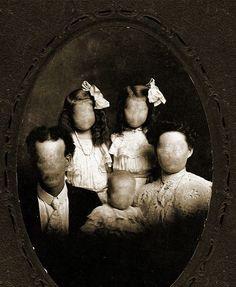 Creepy photo great for Halloween Vintage Bizarre, Creepy Vintage, Images Terrifiantes, Creepy Pictures, Creepy Old Photos, Haunting Photos, Creepy Art, Horror Art, Gothic Horror