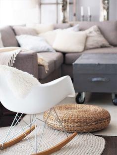 Vaahtokarkkia ja Salmiakkia: Cozy livingroom with neutral colors Cozy House, Rocking Chair, Neutral Colors, Living Room, Furniture, Home Decor, Chair Swing, Decoration Home, Cosy House
