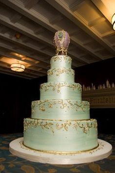 If you are searching for wedding cakes, elegant birthday cakes, art inspired theme cakes or 3D sculpture cakes, cake designer Gabrielle Feuersinger can create it. Description from blog.cakecoquette.com. I searched for this on bing.com/images