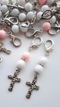 Souvenir Comunión Bautismo Cosas Simples un poco de todo - Schmuck - Beaded Earrings, Beaded Jewelry, Handmade Jewelry, Beaded Bracelets, Bracelet Crafts, Jewelry Crafts, Communion, Diy Keychain, Beaded Purses