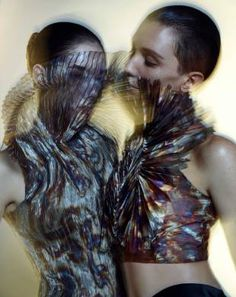 ris Van Herpen is one of the most-watched fashion designers today. From Aug. 21 to Sept. 6, some of her innovative and avant-garde pieces will be displayed at the Seibu Department Store in Shibuya.