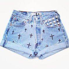 Se inspire e faça no seu shorts!! Short Outfits, Cool Outfits, Casual Outfits, Fashion Outfits, Black Ripped Jeans, Sexy Jeans, Looks Adidas, Purple Jeans, Cute Shorts