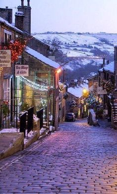 Stop in for a cuppa ~ charming cobblestone streets of England