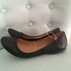 Black Curved Flats Brand New with Tag, no box. Black Ballet Flats with bunching around heel for better fit. All man made materials. Would best fit an 8.5-9 Narrow to Medium. I have a wider foot and these just barely fit. PRICE FIRM Mossimo Supply Co. Shoes Flats & Loafers