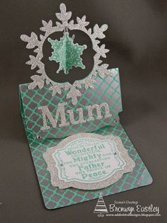 Bronwyn Eastley using the Stampin' Up! Pop 'n Cuts base plus the Deco Label Framelits for this Flying Easel Card - addINKtive designs: Festive Flurry Flying Easel Card for SUO Pop Up Cards, Holiday Cards, Christmas Cards, Fancy Fold Cards, Folded Cards, Side Step Card, Tarjetas Pop Up, Step Cards, Interactive Cards