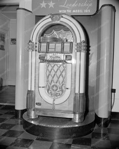 Wurlitzer Jukebox 1015 1946 Introduction Vintage 8x10 Reprint Of Old Photo