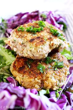 I'm SO obsessed with these Greek Bean Burgers!!! They're SO yummy, vegan, gluten free, filling, and healthy! So much flavor in every bite!   C it Nutritionally