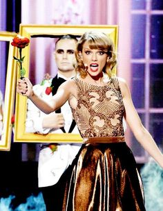 Taylor performing Blank Space at the 2014 AMA Awards!