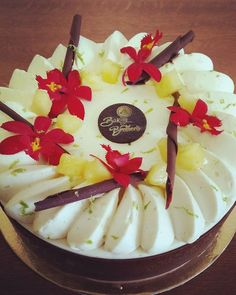 Entremets vanille chocolat et ananas