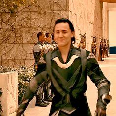 Just Tom Hiddleston Loki Thor, Loki Laufeyson, Loki Gif, Avengers 1, Marvel Avengers, Thomas William Hiddleston, Tom Hiddleston Loki, Bucky Barnes, Dr H