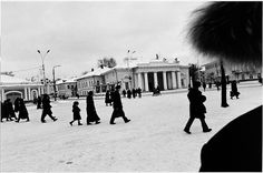 Commuters. Kostroma, Russland 2001  |  © Andrea Hoyer