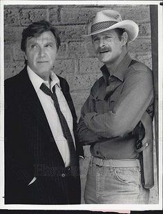 1983-Press-Photo-of-Actor-Robert-Lansing-and-Gerald-McRaney