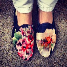 Image via: http://lookdepernille.com/    Do the flower shoes fit? Then wear them we say! If flowers are at the heart of what you do but yo...